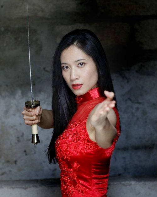 comedienne asiatique genevieve doang - actrice chinoise arts martiaux kung fu sabre
